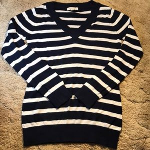 Forever 21 Sweater. Light Weight V-Neck. Size M